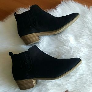 A New Day black low bootie ankle boots Size 6